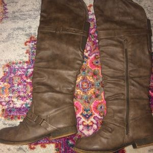 Knee high tan/ brown boots